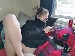 Girl Plays Nintendo And Cums +...